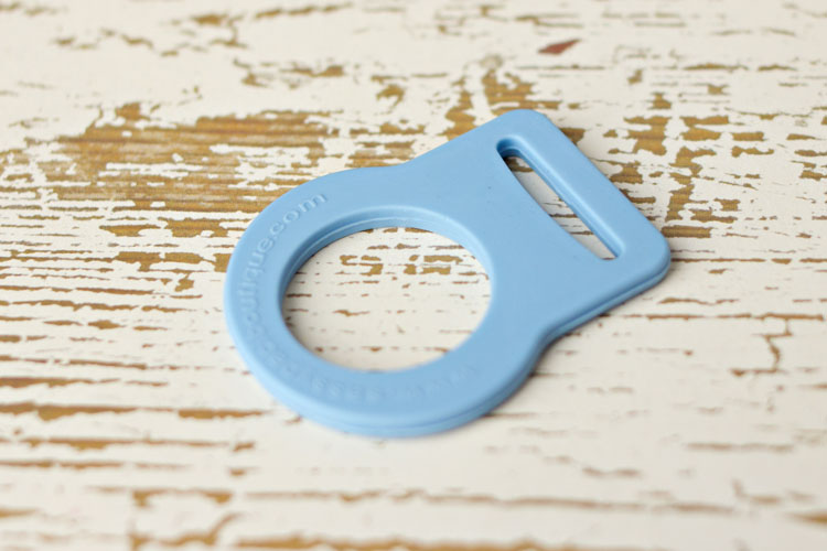 Adapter - Blue Button Pacifier Ring